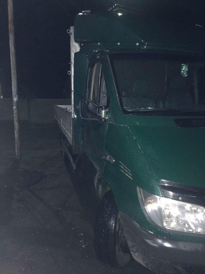 Поліція Закарпаття розшукала водія, який збив пенсіонера боковим дзеркалом та втік , фото-1