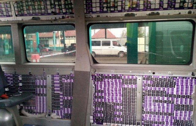Через кордон Закарпаття проїхав нашпигований цигарками Mercedes Sprinter (ФОТО), фото-2