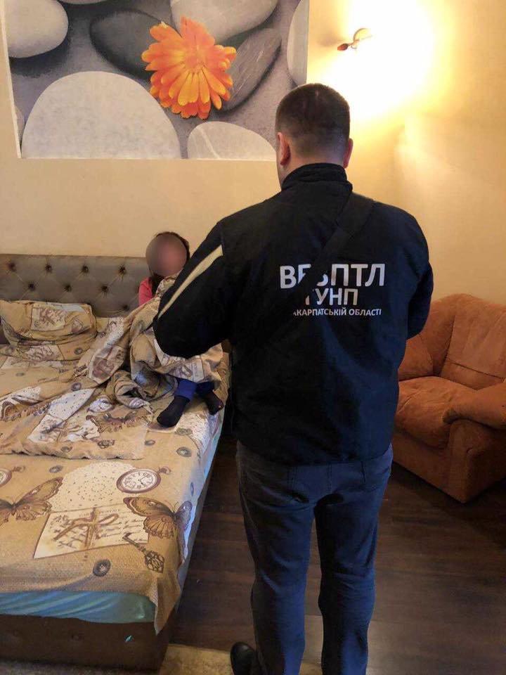За послуги повії $100: в Ужгороді поліція виявила факт сутенерства (ФОТО), фото-3