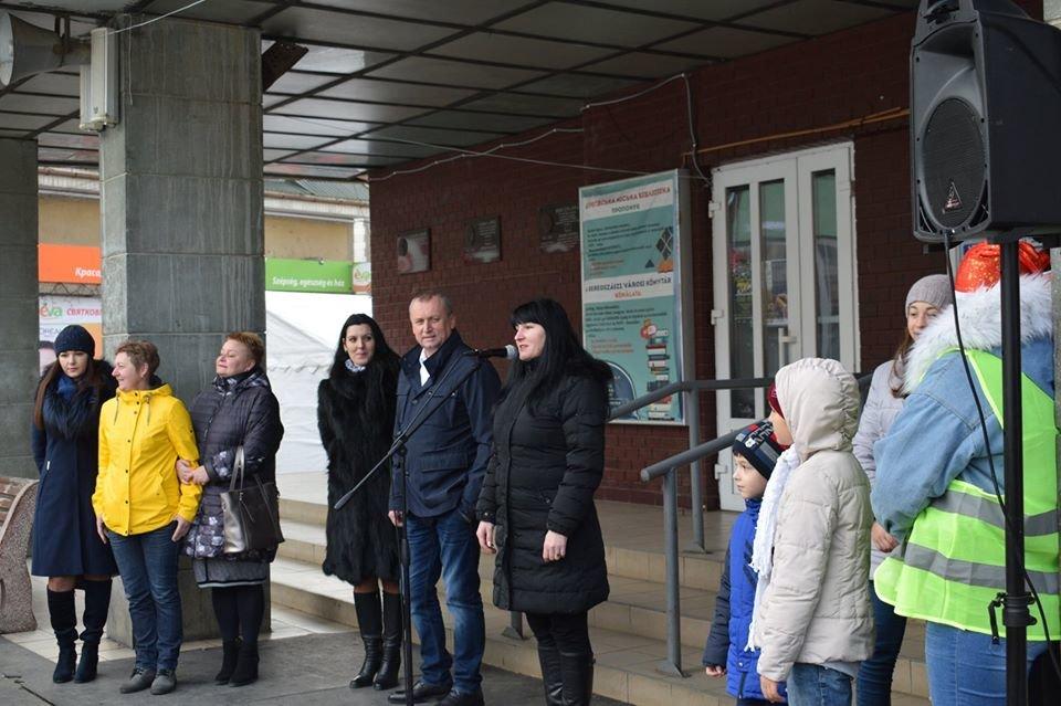 У Берегові офіційно відкрили ковзанку (ФОТО), фото-2