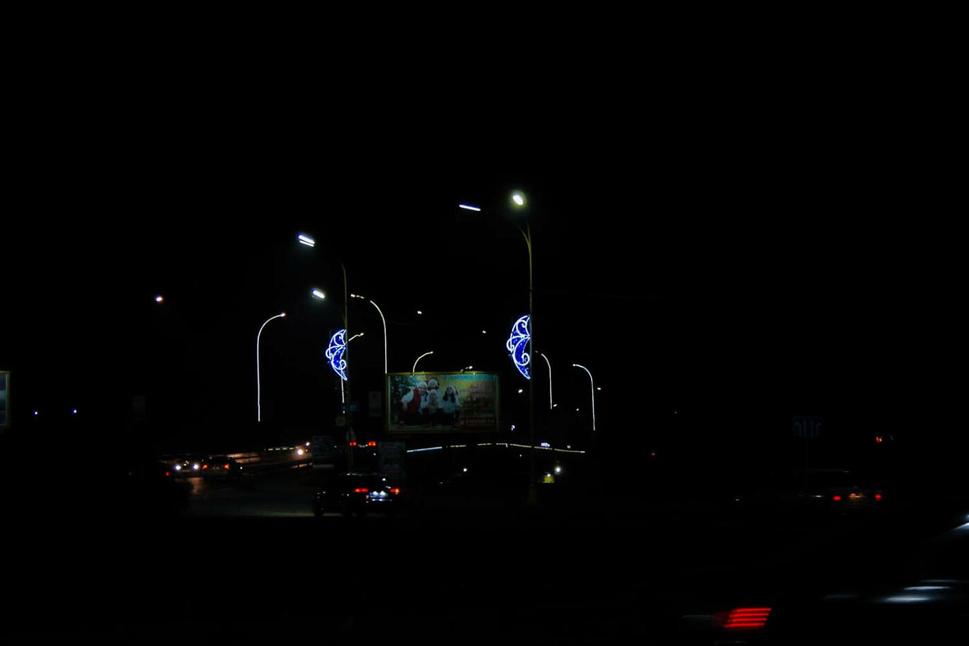 Яскраві ілюмінації, фотозони та ярмарок: в Ужгороді панує святкова атмосфера (ФОТОРЕПОРТАЖ), фото-24