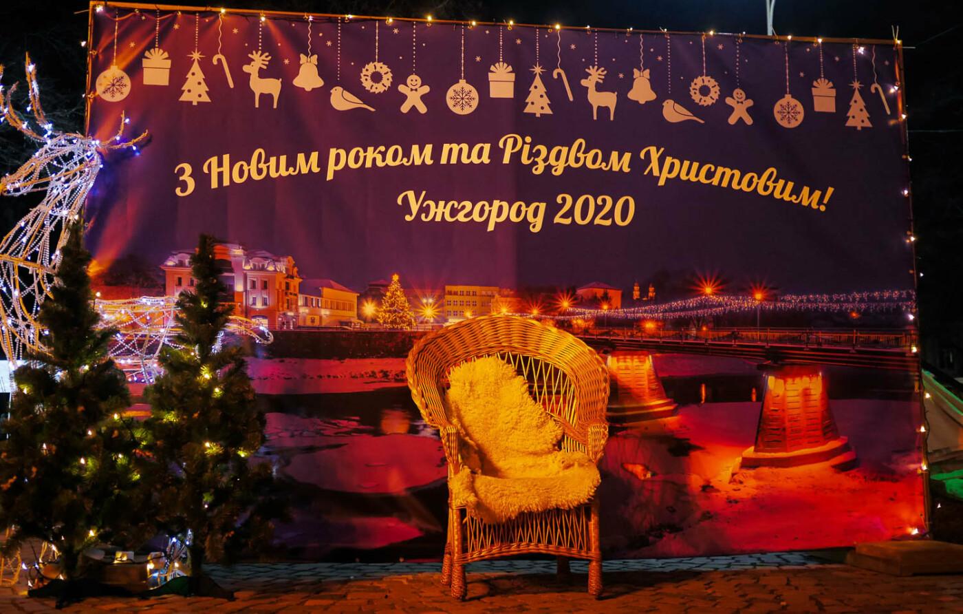 Яскраві ілюмінації, фотозони та ярмарок: в Ужгороді панує святкова атмосфера (ФОТОРЕПОРТАЖ), фото-27