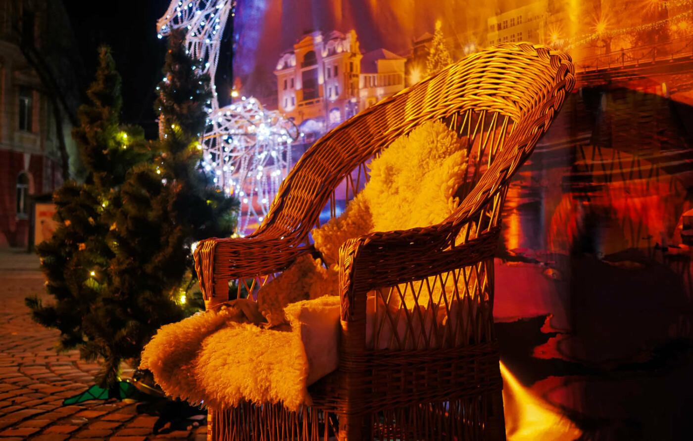 Яскраві ілюмінації, фотозони та ярмарок: в Ужгороді панує святкова атмосфера (ФОТОРЕПОРТАЖ), фото-28