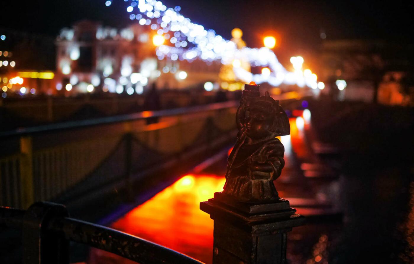 Яскраві ілюмінації, фотозони та ярмарок: в Ужгороді панує святкова атмосфера (ФОТОРЕПОРТАЖ), фото-29