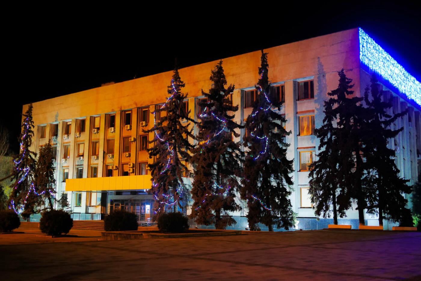 Яскраві ілюмінації, фотозони та ярмарок: в Ужгороді панує святкова атмосфера (ФОТОРЕПОРТАЖ), фото-46