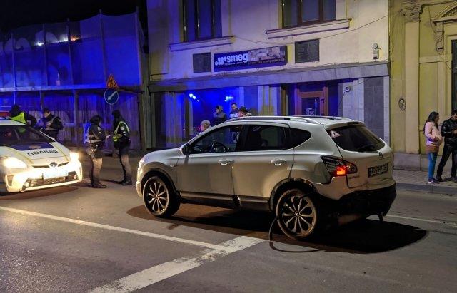 Нічна ДТП в центрі Ужгорода: постраждали дві жінки (ФОТО, ВІДЕО), фото-3