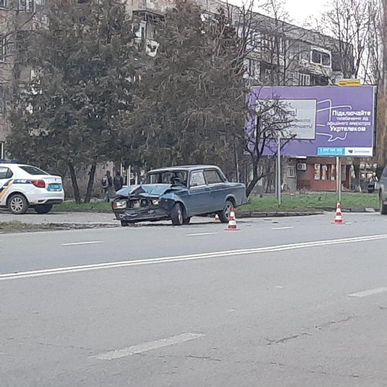 В Ужгороді на Минайській не розминулись ВАЗ та Mercedes (ФОТО), фото-1