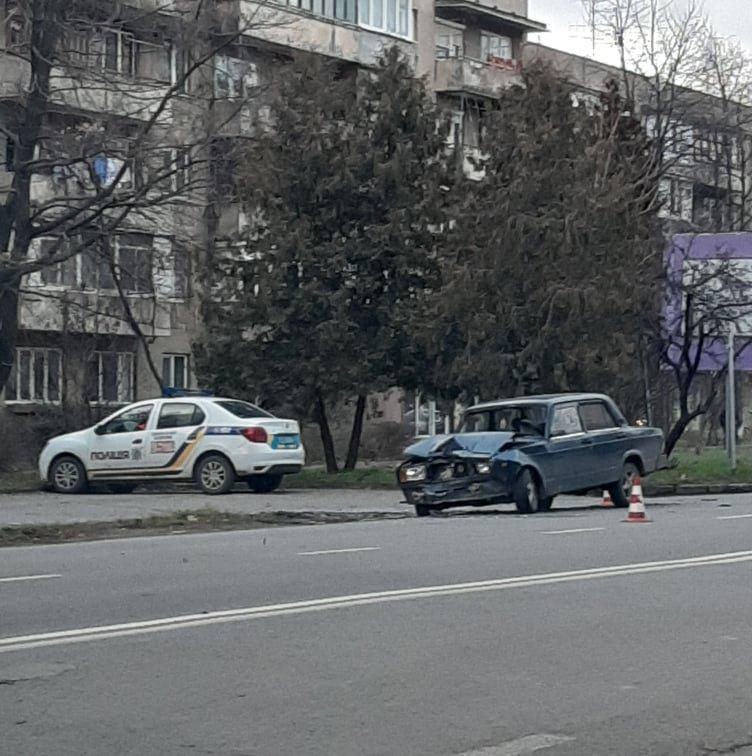 В Ужгороді на Минайській не розминулись ВАЗ та Mercedes (ФОТО), фото-2