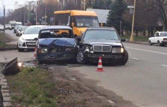 В Ужгороді на Минайській не розминулись ВАЗ та Mercedes (ФОТО), фото-3