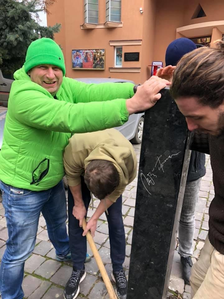 """У Мукачеві встановили міні-скульптурку перед будівлею кінотеатру """"SCALA"""" (ФОТО), фото-2"""