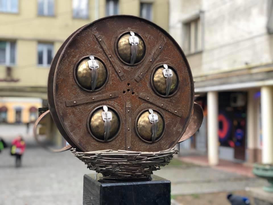 """У Мукачеві встановили міні-скульптурку перед будівлею кінотеатру """"SCALA"""" (ФОТО), фото-3"""