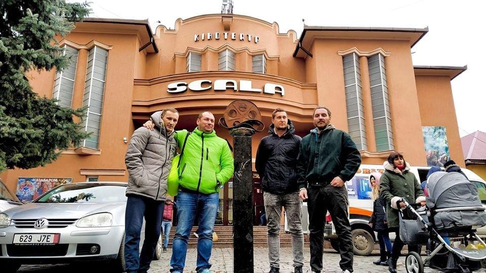 """У Мукачеві встановили міні-скульптурку перед будівлею кінотеатру """"SCALA"""" (ФОТО), фото-4"""