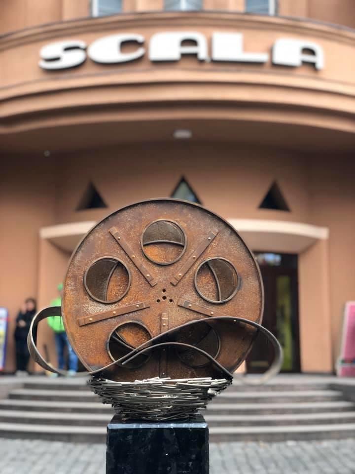 """У Мукачеві встановили міні-скульптурку перед будівлею кінотеатру """"SCALA"""" (ФОТО), фото-6"""