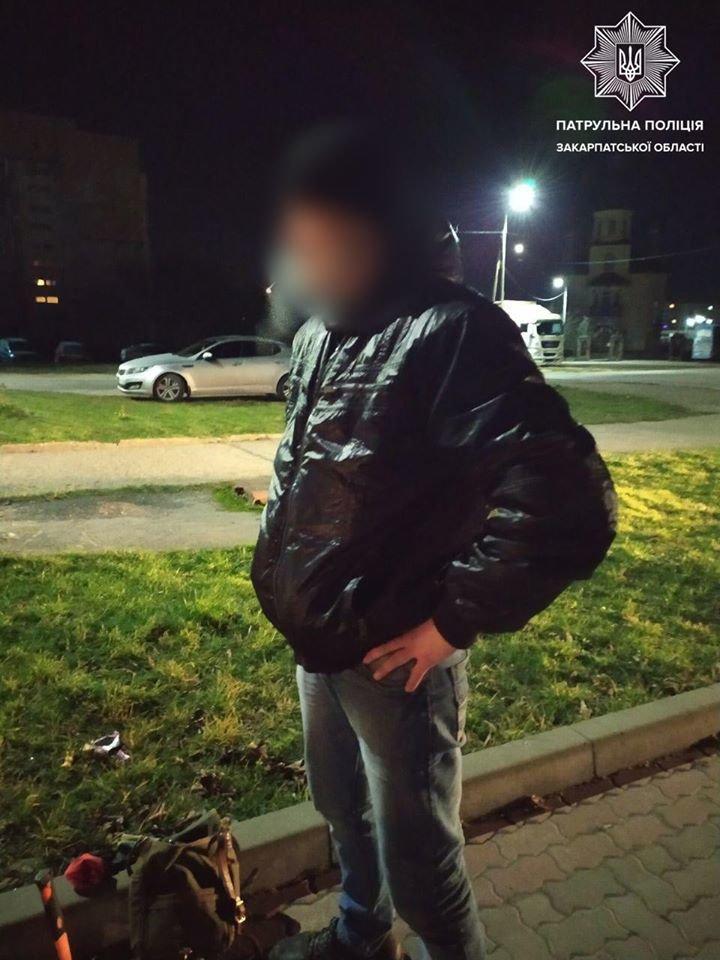 В Ужгороді під ранок затримали осіб після ймовірного проникнення до чужого підвалу (ФОТО), фото-2