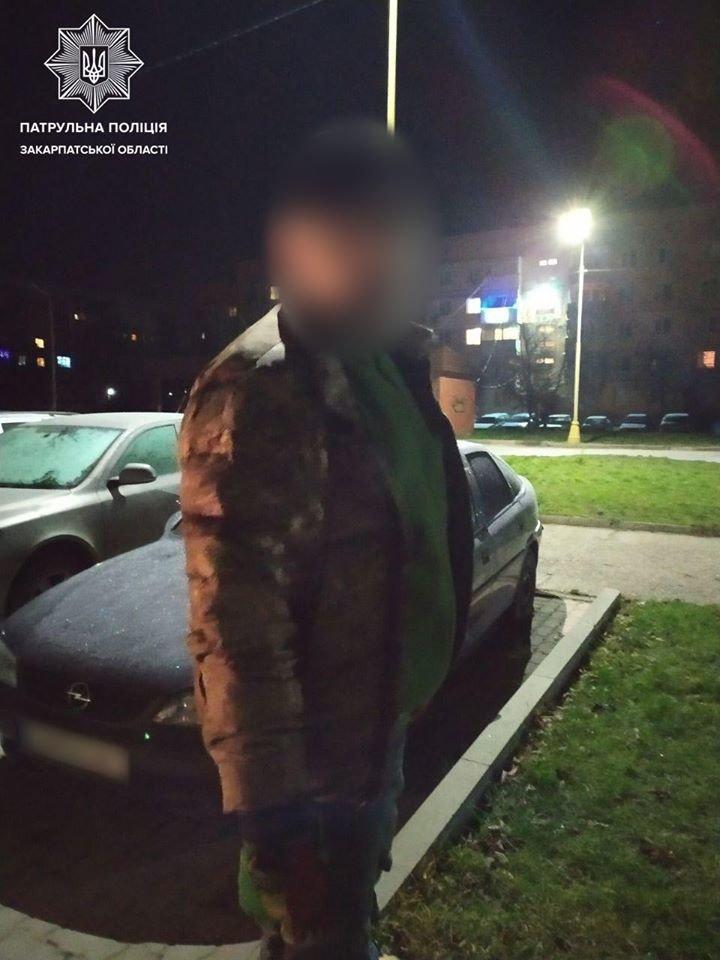 В Ужгороді під ранок затримали осіб після ймовірного проникнення до чужого підвалу (ФОТО), фото-1