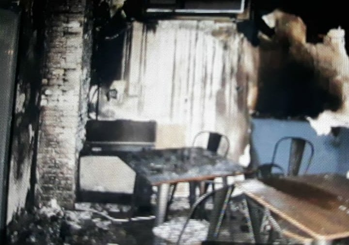 Навмисний підпал кав'ярні: поліція Закарпаття розшукує паліїв (ФОТО), фото-1