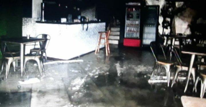 Навмисний підпал кав'ярні: поліція Закарпаття розшукує паліїв (ФОТО), фото-2