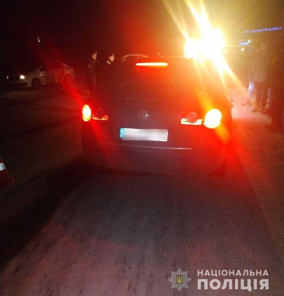 На Закарпатті авто від удару з опорою відкинуло на пішоходів - жінка та діти у лікарні , фото-1