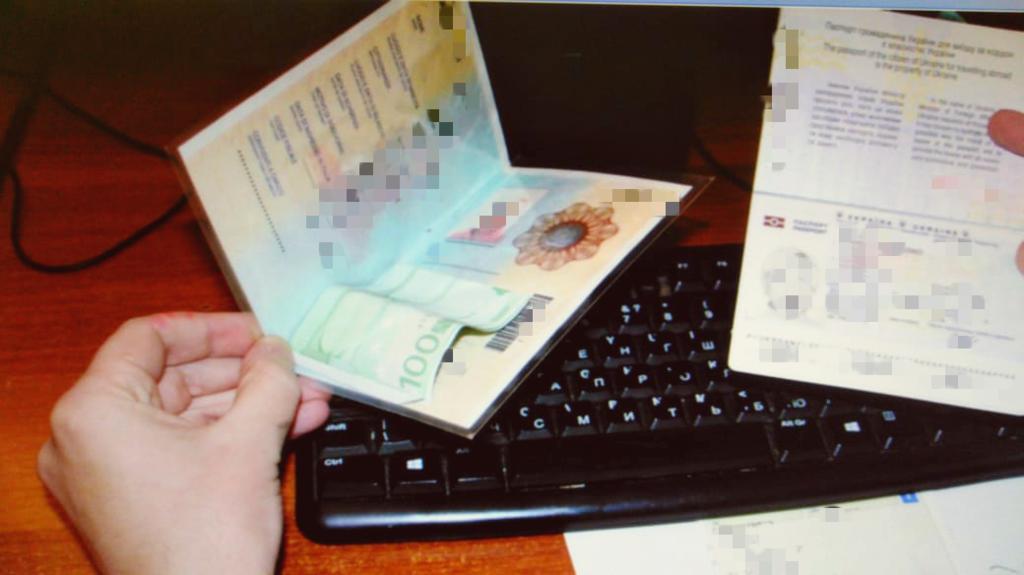 """На КПП """"Лужанка"""" водійка за безперешкодний перетин кордону дала €100 хабара (ФОТО), фото-1"""