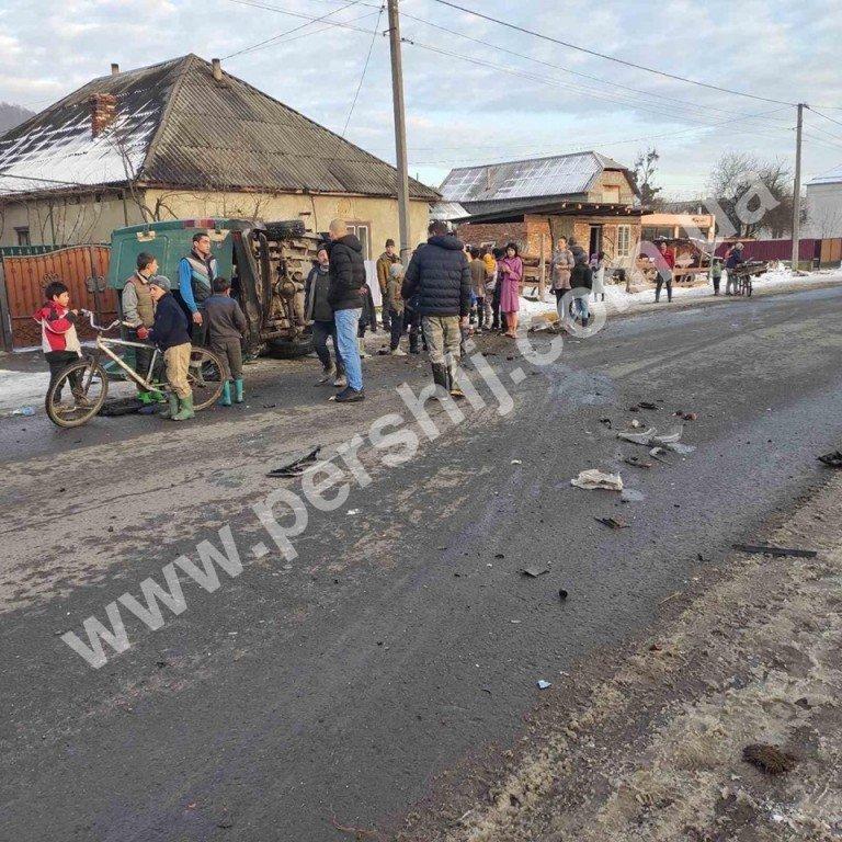 Автотроща на Закарпатті: від зіткнення з мікроавтобусом Skoda перетворилась на купу брухту (ФОТО), фото-5