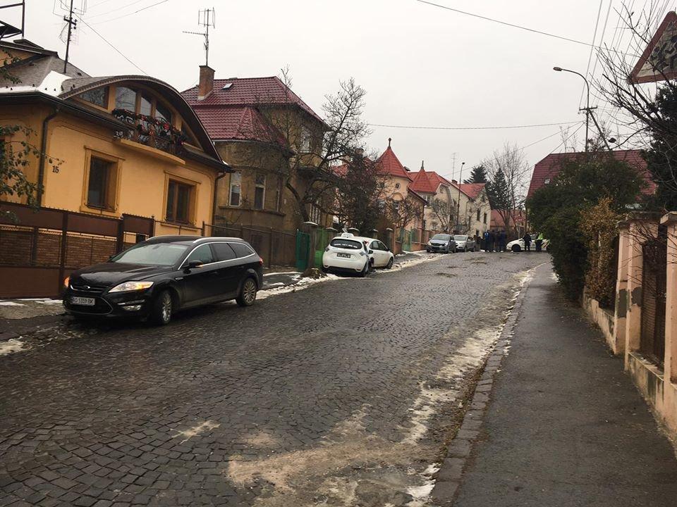В Ужгороді через ожеледицю на одній із вулиць постраждали 9 авто (ФОТО), фото-5