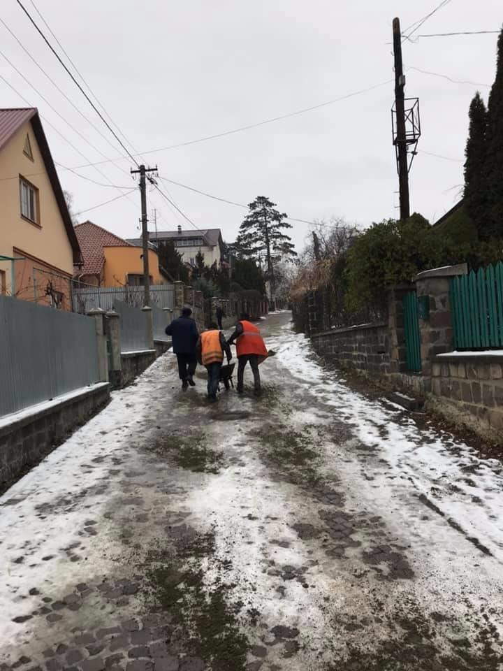 В Ужгороді через ожеледицю на одній із вулиць постраждали 9 авто (ФОТО), фото-7