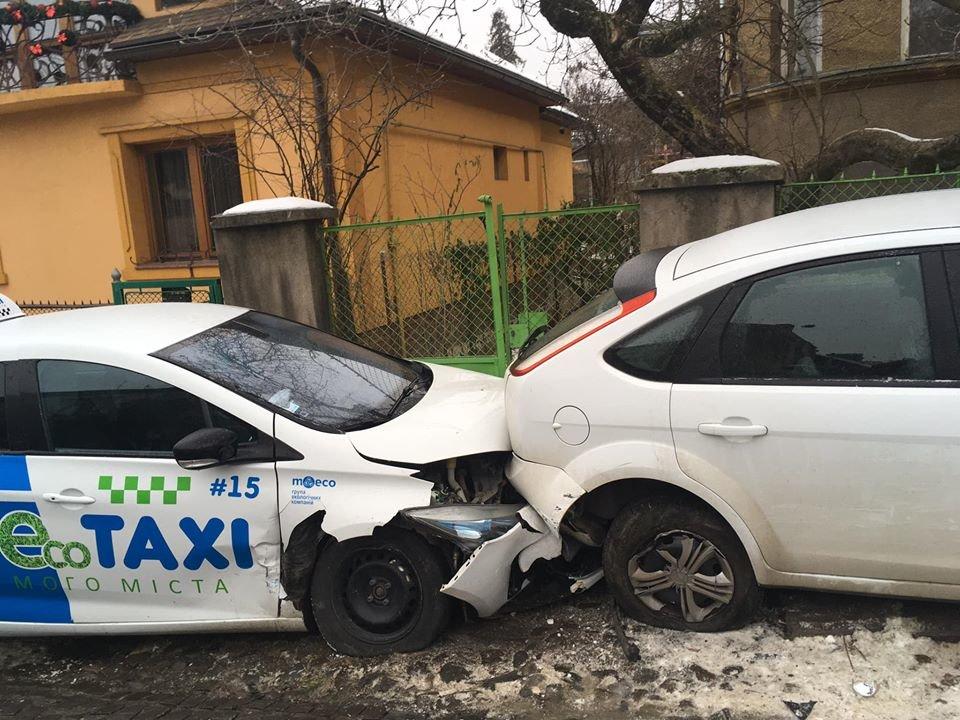 В Ужгороді через ожеледицю на одній із вулиць постраждали 9 авто (ФОТО), фото-3