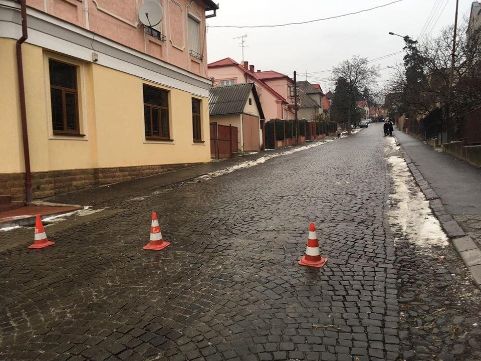 В Ужгороді через ожеледицю на одній із вулиць постраждали 9 авто (ФОТО), фото-6