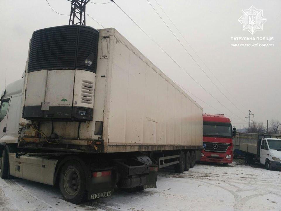 Автобуси, фури та легкові авто: в Ужгороді та Мукачеві зафіксовано 14 ДТП (ФОТО), фото-5