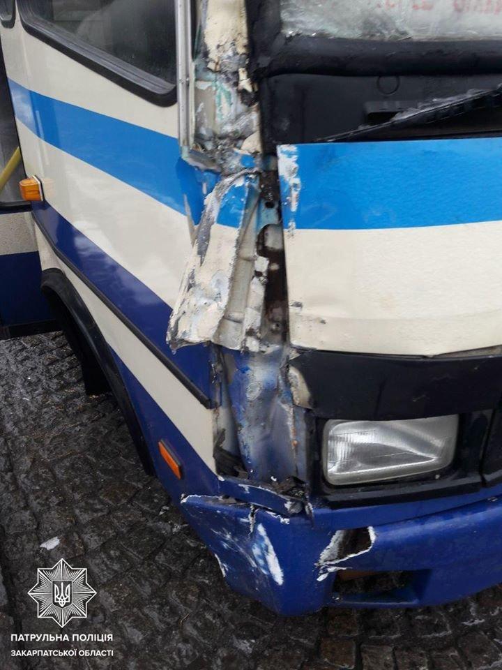 Автобуси, фури та легкові авто: в Ужгороді та Мукачеві зафіксовано 14 ДТП (ФОТО), фото-2