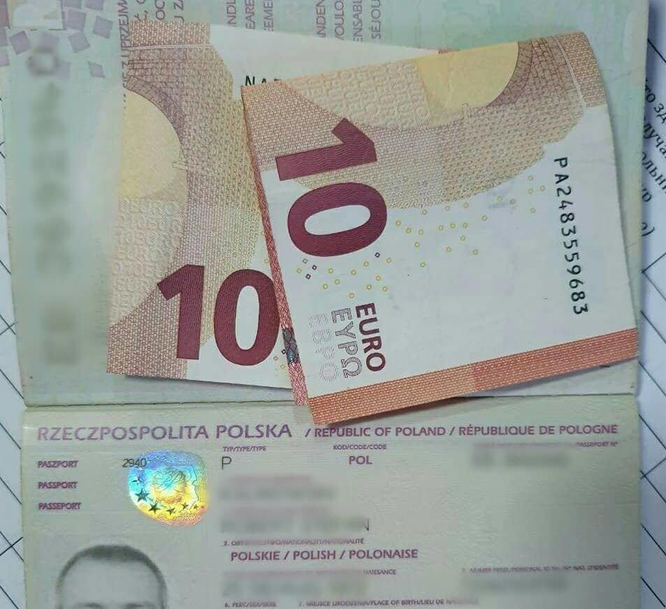 """На КПП """"Ужгород"""" за пропуск без """"Зеленої карти"""" прикордоннику запропонували €20 , фото-1"""