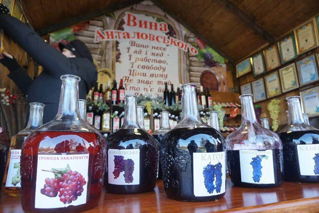 """Готові до урочистого відкриття та гостей: у Мукачеві стартував фестиваль """"Червене вино 2020"""" (ФОТО), фото-4"""