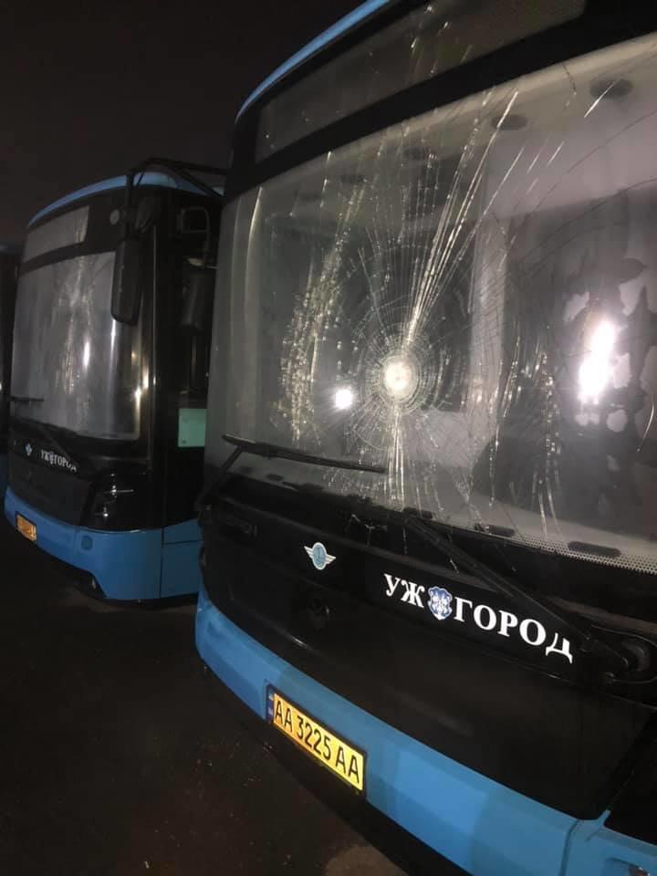 """Нездорова конкуренція? Ужгородці висловлюють підтримку пошкодженим новим """"Електронам"""" (ФОТО), фото-1"""