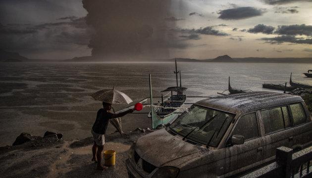 """Троє загинули, понад 80 тисяч евакуювали: у Філіпінах вперше за 40 років """"прокинувся"""" вулкан (ФОТО,ВІДЕО), фото-1"""