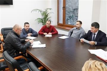 """Міська рада """"штрафує"""" : ужгородцям виписали 13 протоколів про правопорушення, фото-1"""