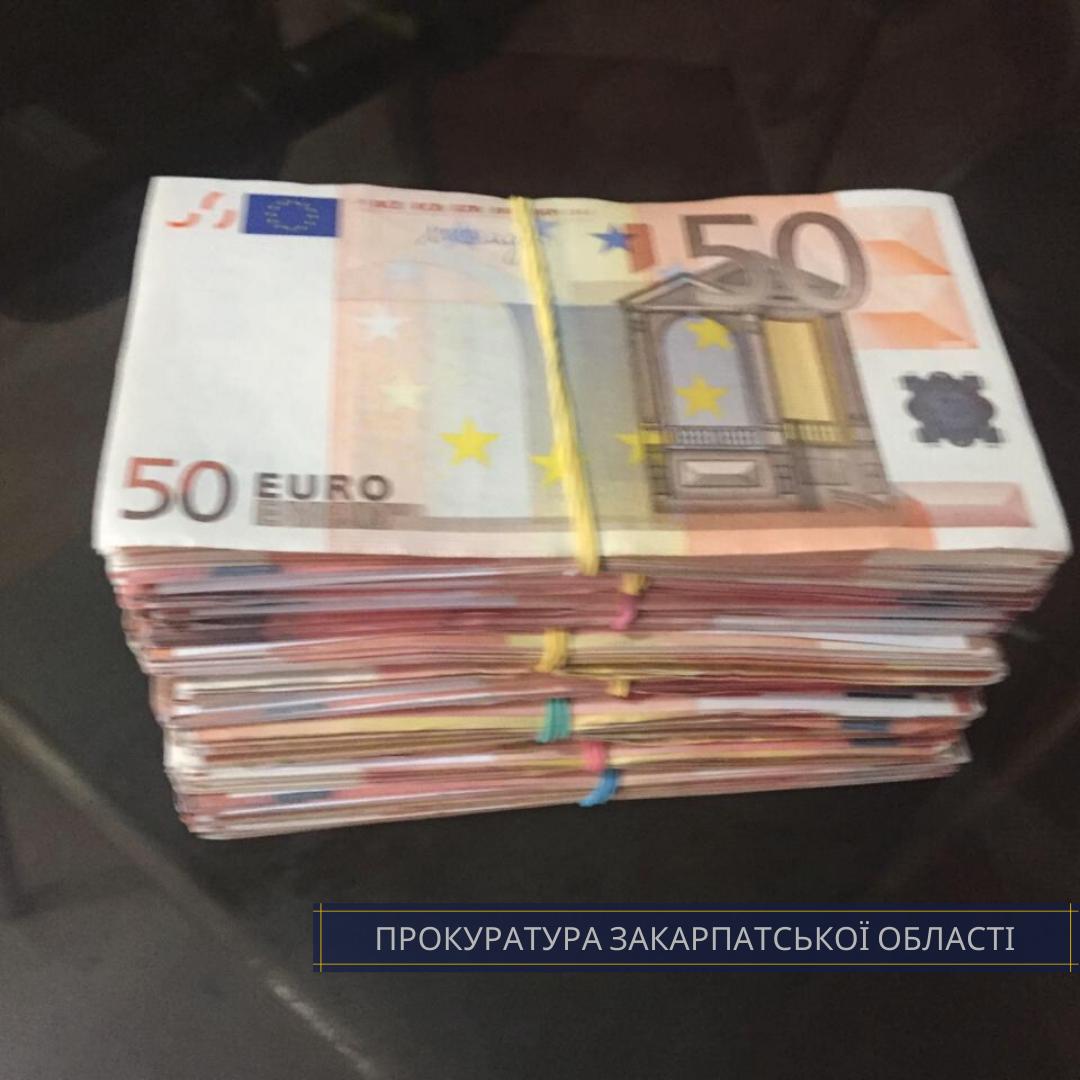 За безперешкодне вселення: на Закарпатті 2 чоловіків вимагали від власника будинку 27 тисяч євро, фото-2