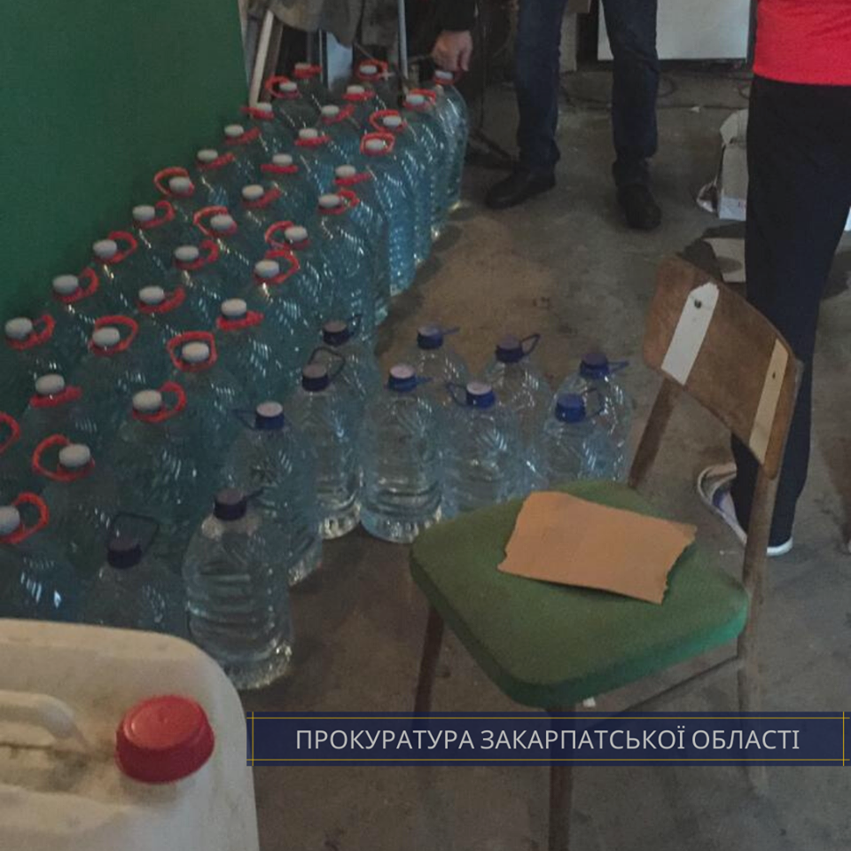 """В Ужгороді """"накрили"""" склад із сурогатним алкоголем - вилучено понад 800 літрів (ФОТО), фото-2"""