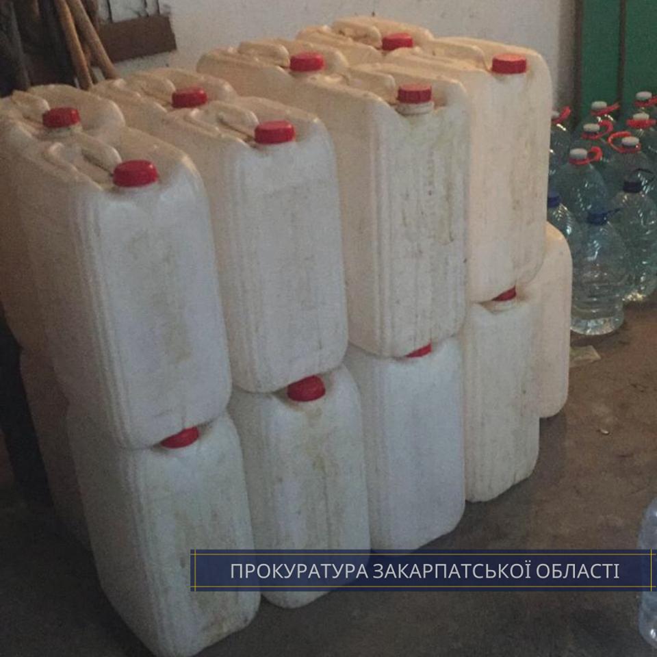 """В Ужгороді """"накрили"""" склад із сурогатним алкоголем - вилучено понад 800 літрів (ФОТО), фото-4"""
