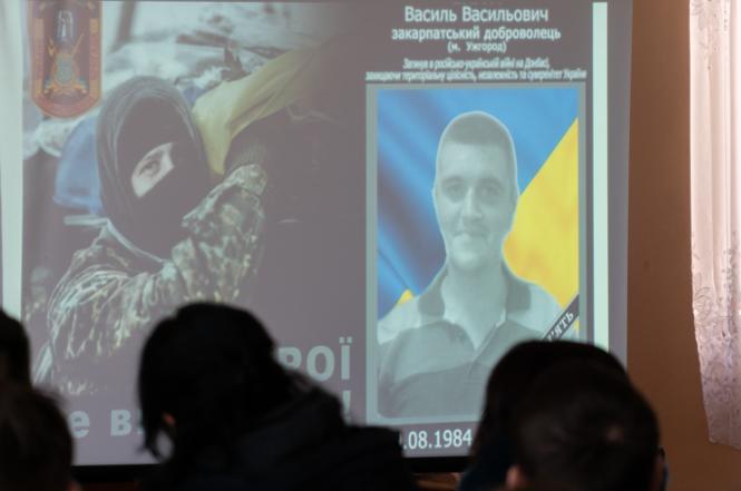 Пам'ятаємо: В Ужгороді відкрили меморіальну дошку загиблому герою АТО Василю Варзі (ФОТО), фото-4