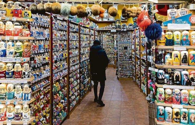 Приклад Ужгороду? У центрі Праги заборонять продавати російські матрьошки та інший сувенірний непотріб
