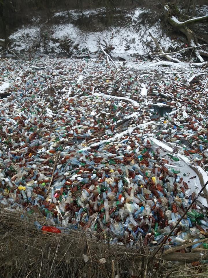 """Життя у смітті: на закарпатських річках утворюються чималі пластикові """"острови"""" (ФОТО), фото-2"""