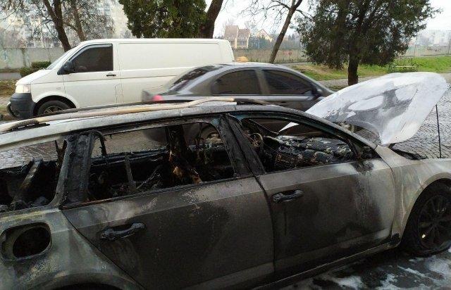 Родині закарпатця, який з кувалдою прийшов на розбірки у спортзал, спалили автомобіль (ФОТО), фото-3