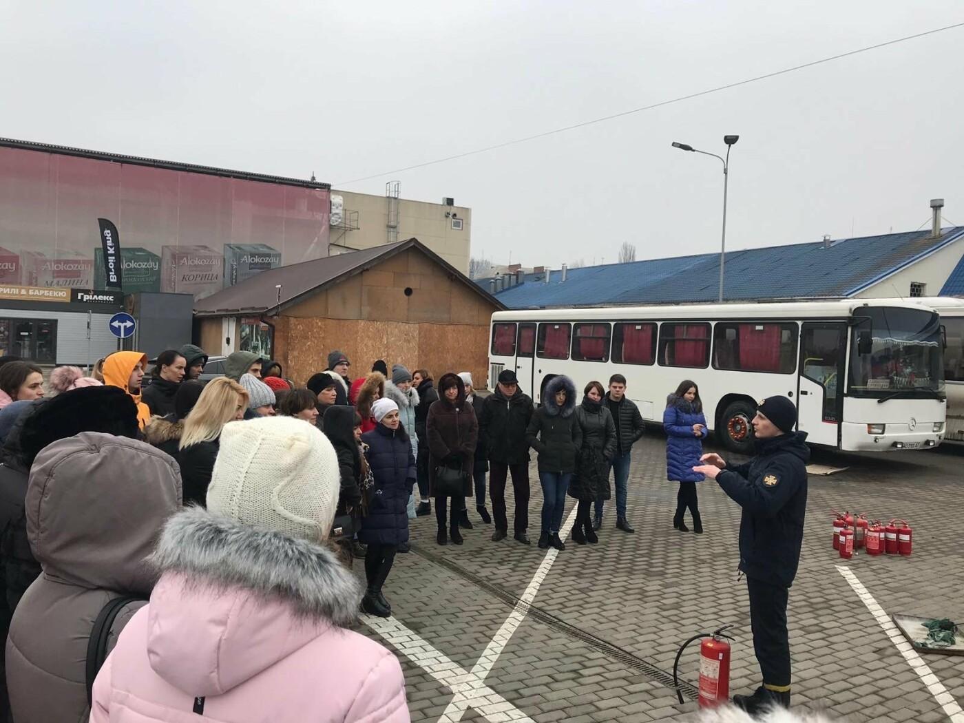 Ужгородські рятувальники провели навчання для персоналу та орендарів ТЦ «Дастор», фото-1