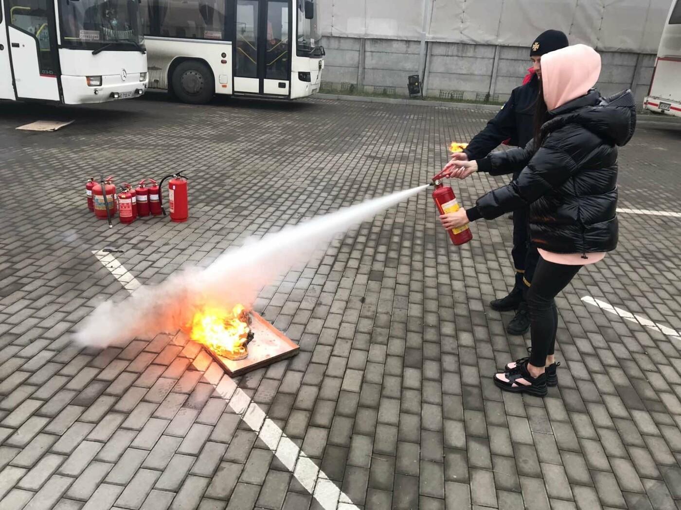 Ужгородські рятувальники провели навчання для персоналу та орендарів ТЦ «Дастор», фото-2