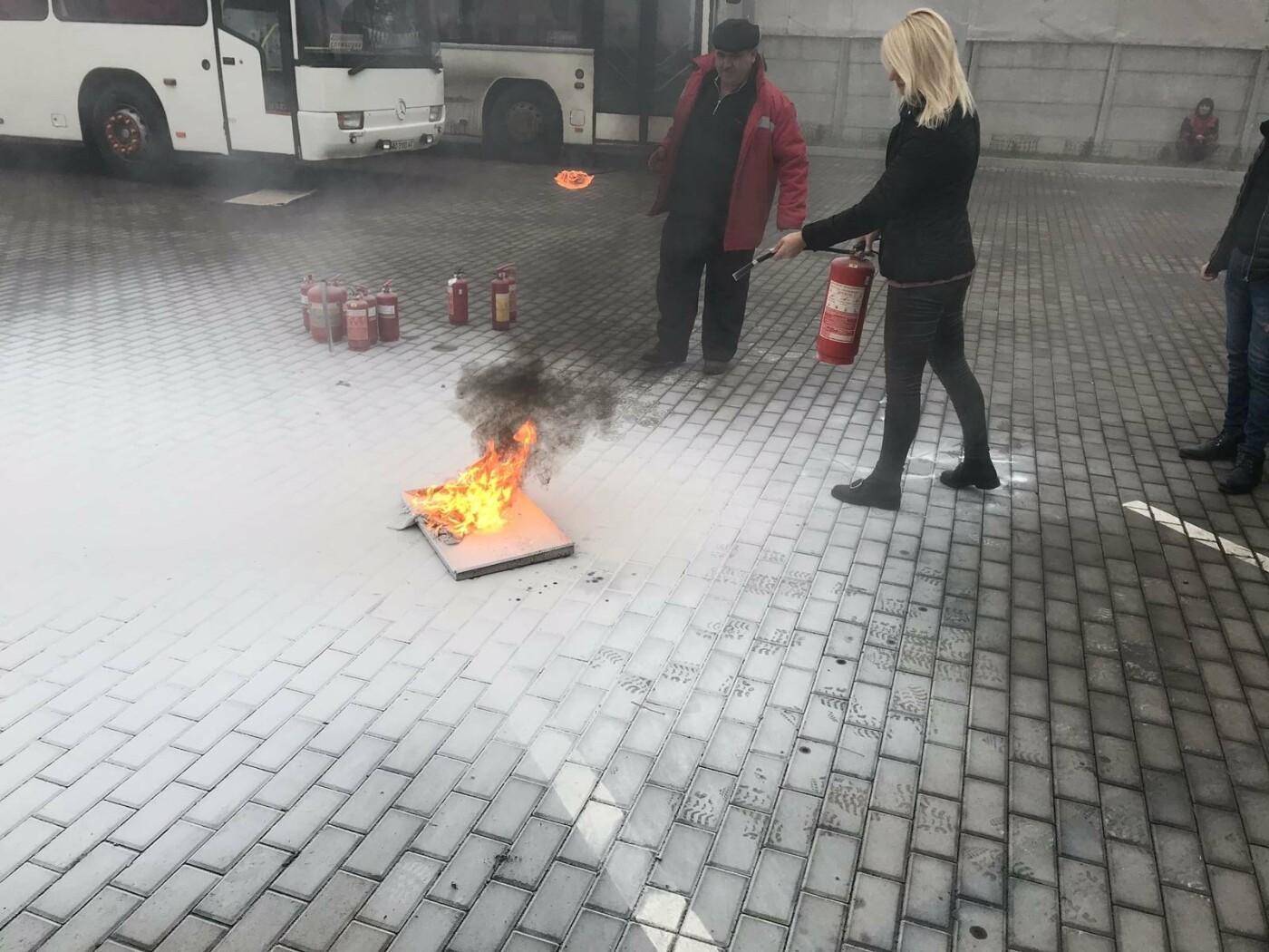 Ужгородські рятувальники провели навчання для персоналу та орендарів ТЦ «Дастор», фото-4