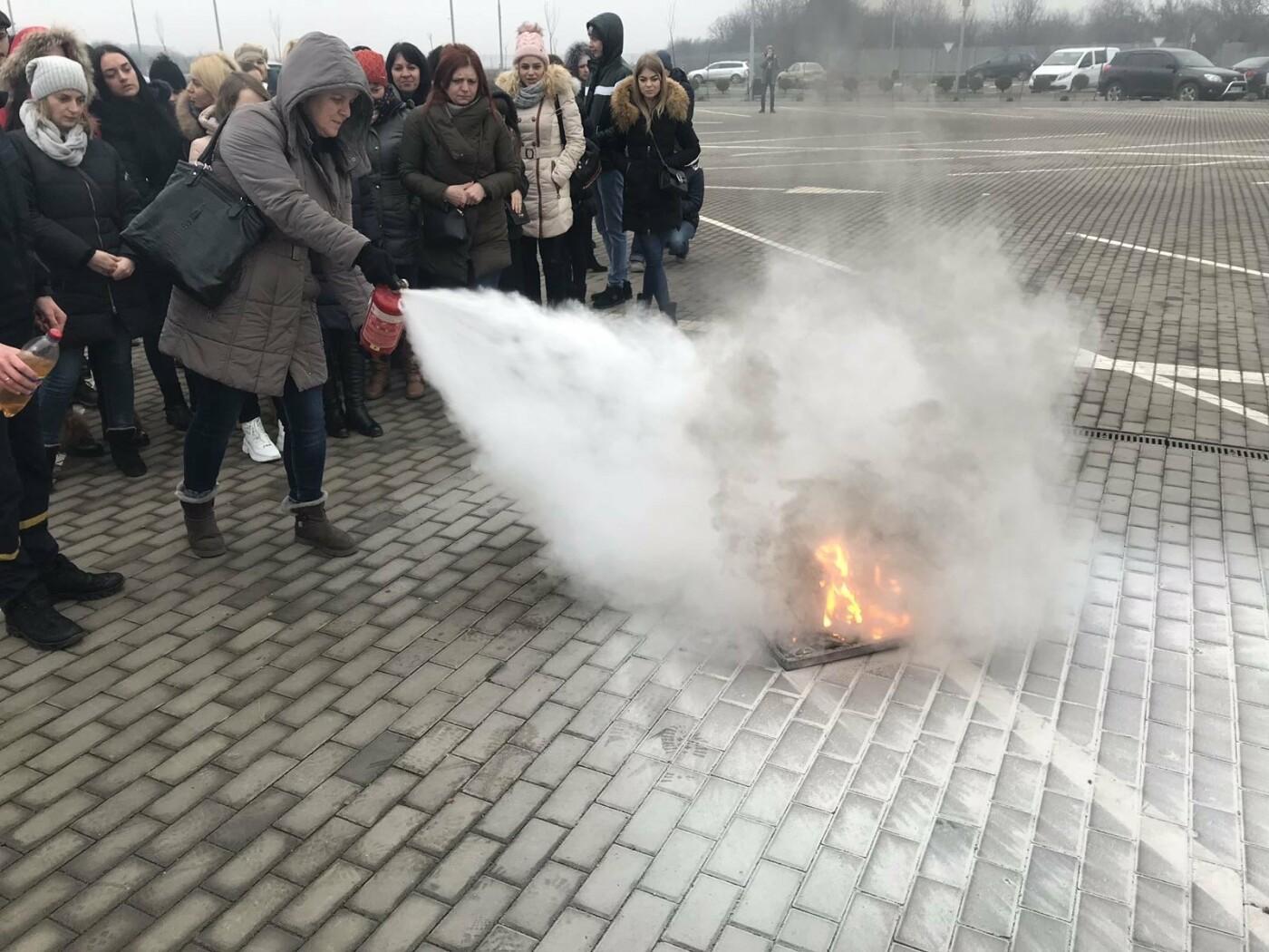 Ужгородські рятувальники провели навчання для персоналу та орендарів ТЦ «Дастор», фото-3