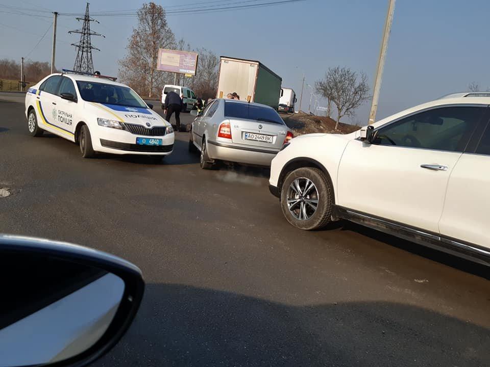 В Мукачеві на перехресті Ілони Зріні та Берегівської об'їзної автівка збила людину (ФОТО) , фото-2
