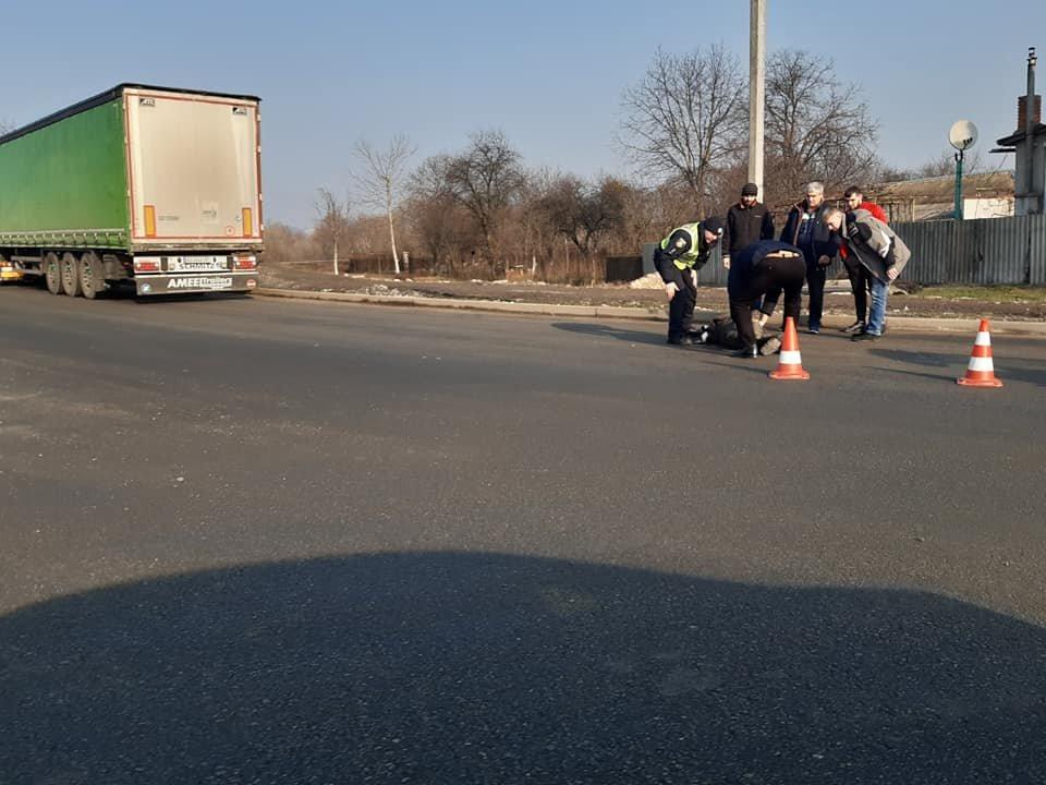 В Мукачеві на перехресті Ілони Зріні та Берегівської об'їзної автівка збила людину (ФОТО) , фото-1