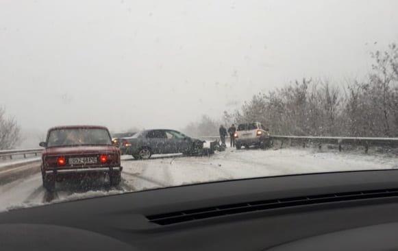 Офіційно: патрульні Закарпаття зафіксували три ДТП, рух на дорогах ускладнено через погодні умови (ФОТО), фото-1