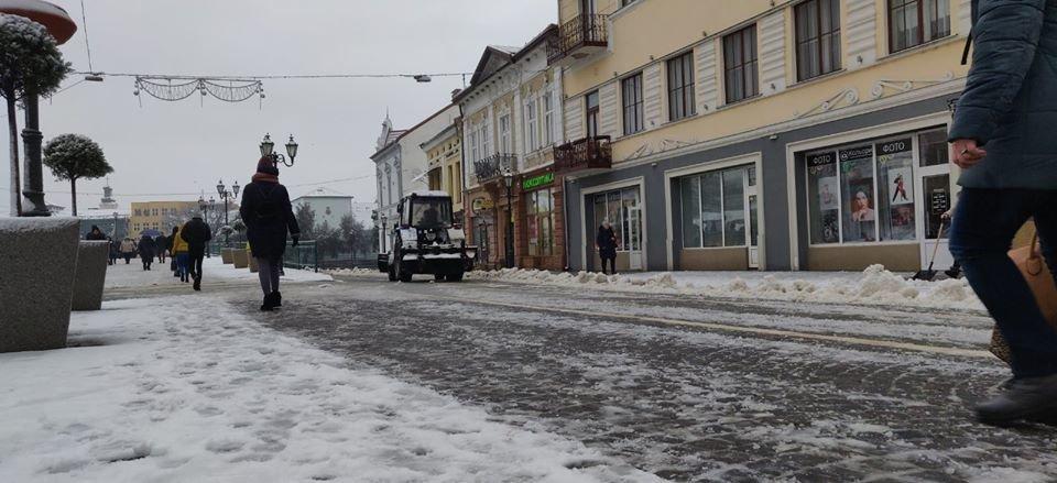 В Ужгороді комунальники приступили до боротьби з наслідками погіршення погодніх умов (ФОТО, ВІДЕО), фото-3